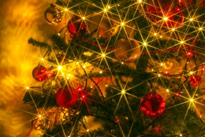 sparkly-christmas-tree-1327968-m